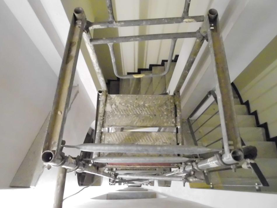 Einrüstung Treppenhausauge für Malerarbeiten