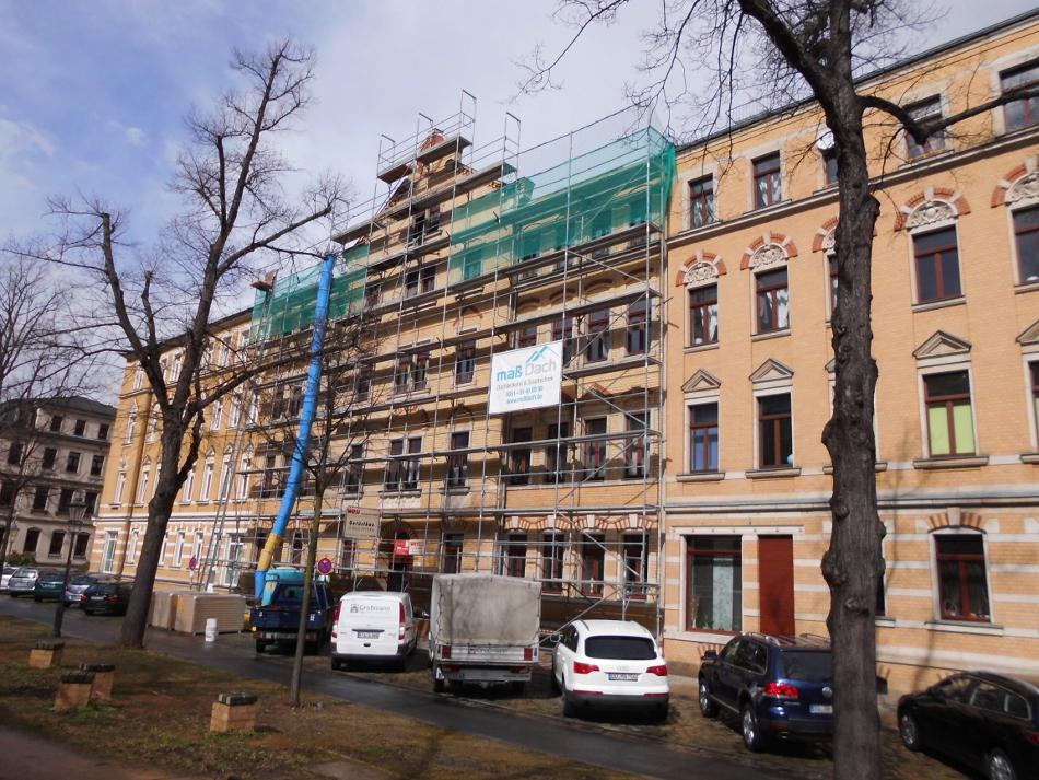 Fassaden- und Dachdeckerfanggerüst