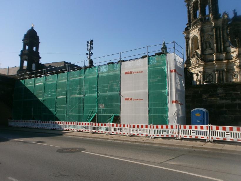 Fassadengerüst für Sandsteinarbeiten am Pegelhaus an der Augustusbrücke Dresden