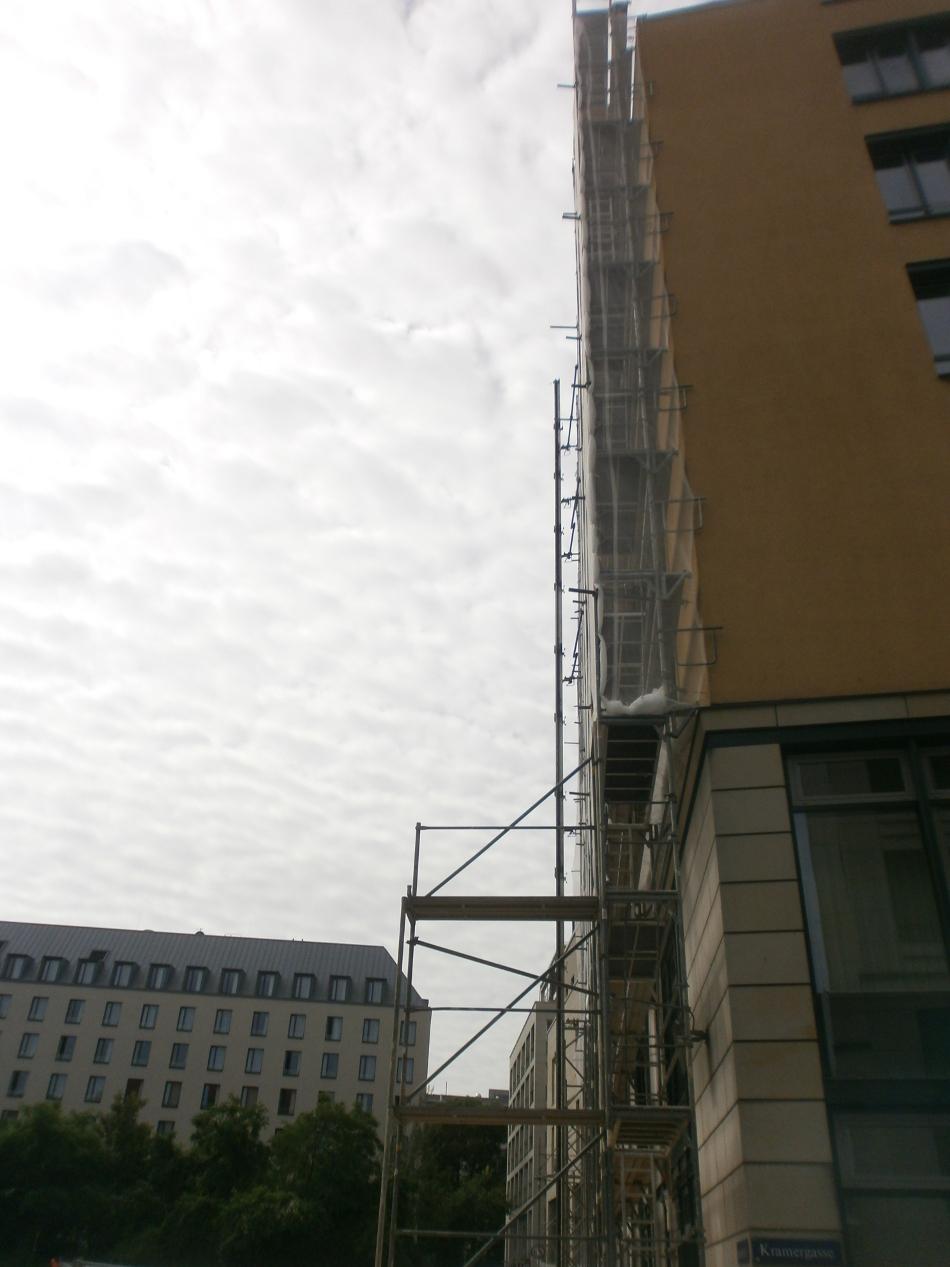 Fassadengerüst mit Staubschutznetz