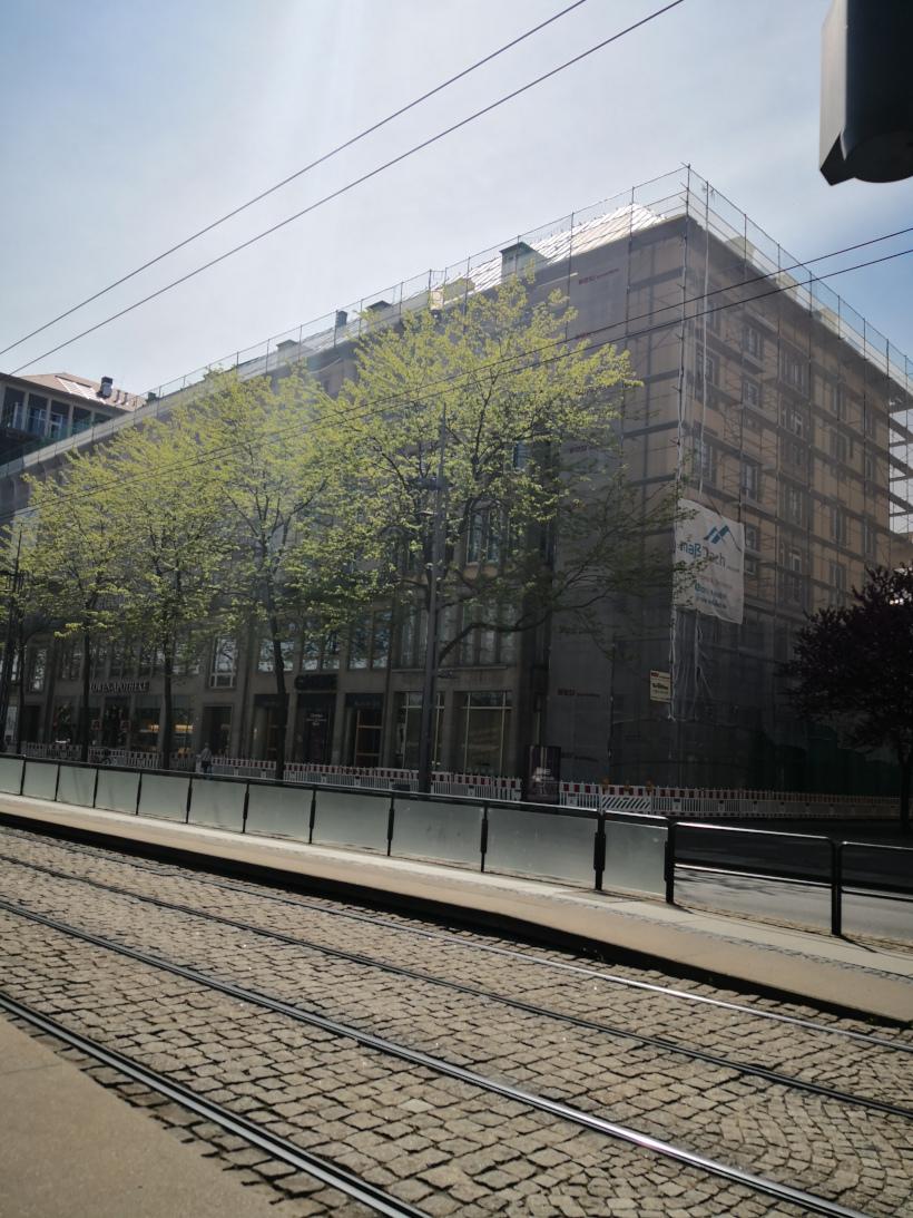 Arbeits- und Schutzgerüst auf der Wilsdruffer Straße in Dresden